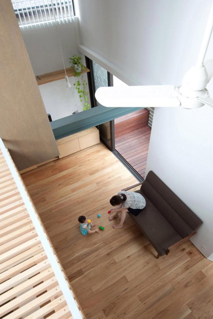 Small-House-with-Floating-Treehouse-by-Yuki-Miyamoto-Architect-06