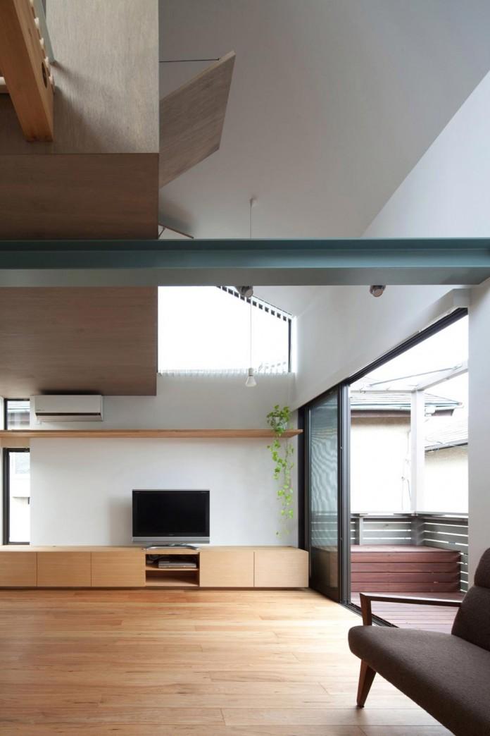 Small-House-with-Floating-Treehouse-by-Yuki-Miyamoto-Architect-07