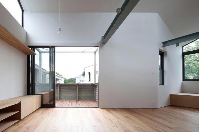 Small-House-with-Floating-Treehouse-by-Yuki-Miyamoto-Architect-08