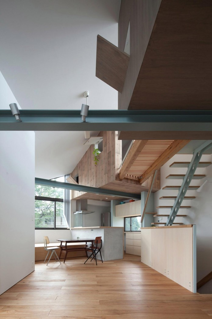 Small-House-with-Floating-Treehouse-by-Yuki-Miyamoto-Architect-10