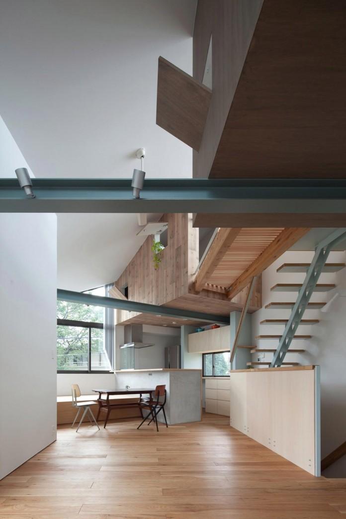 Small-House-with-Floating-Treehouse-by-Yuki-Miyamoto-Architect-10