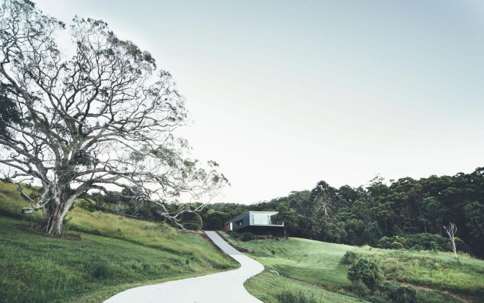 Stealth-Eco-Friendly-Home-on-the-Sunshine-Coast-by-Teeland-Architects-01
