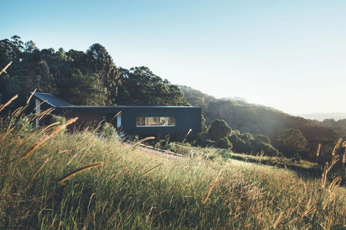 Stealth-Eco-Friendly-Home-on-the-Sunshine-Coast-by-Teeland-Architects-03
