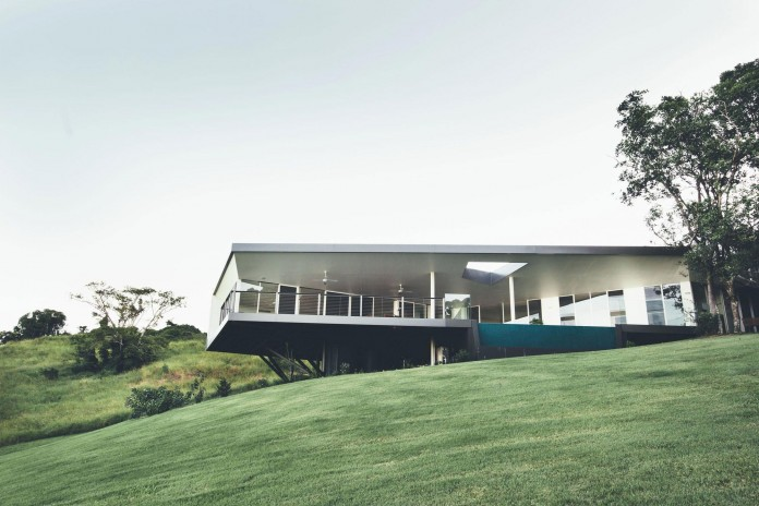 Stealth-Eco-Friendly-Home-on-the-Sunshine-Coast-by-Teeland-Architects-06