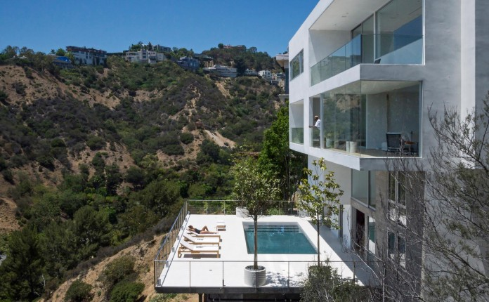 Sunset-Plaza-Drive-Contemporary-Residence-by-GWdesign-02