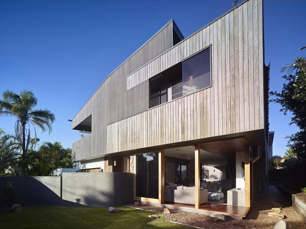 Sunshine Beach House by Shaun Lockyer Architects