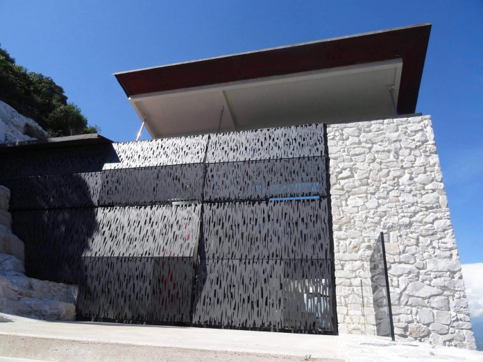 The-Boucquillon-house-in-the-rock-by-Michel-Boucquillon-&-Donia-Maaoui-01