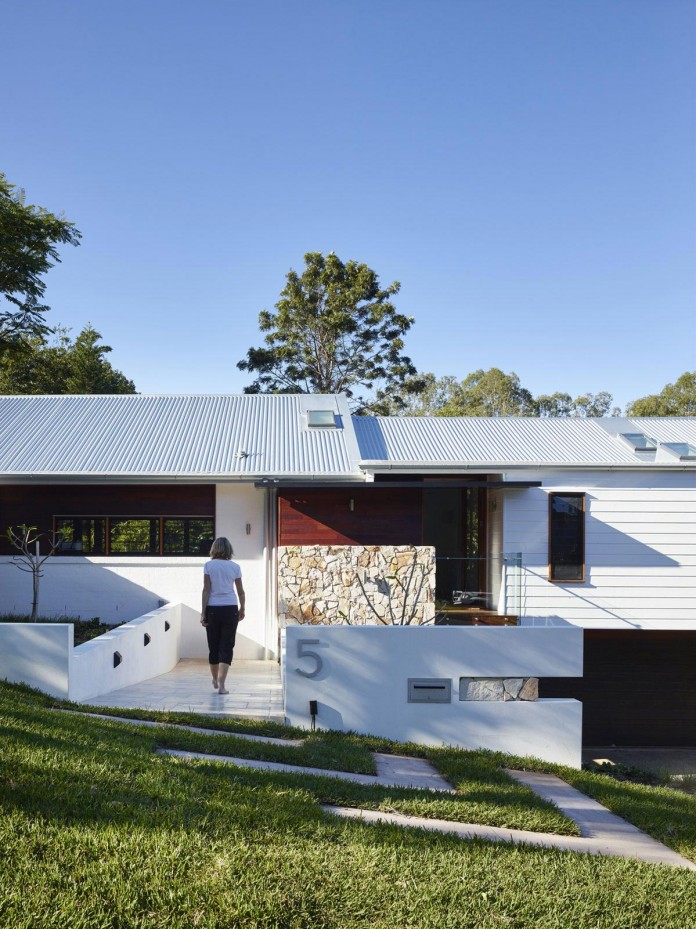 The-Creek-House-by-Shaun-Lockyer-Architects-05