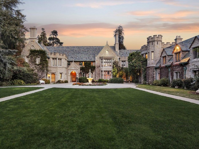 The-Playboy-Mansion-in-Holmby-Hills-is-for-sale-for-$200,000,000-01