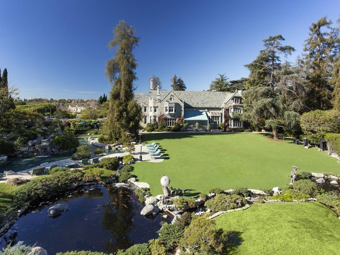 The-Playboy-Mansion-in-Holmby-Hills-is-for-sale-for-$200,000,000-06