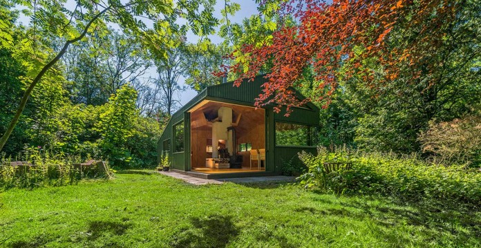 Thoreau-s-Cabin-in-the-middle-of-the-forrest-by-cc-studio-03