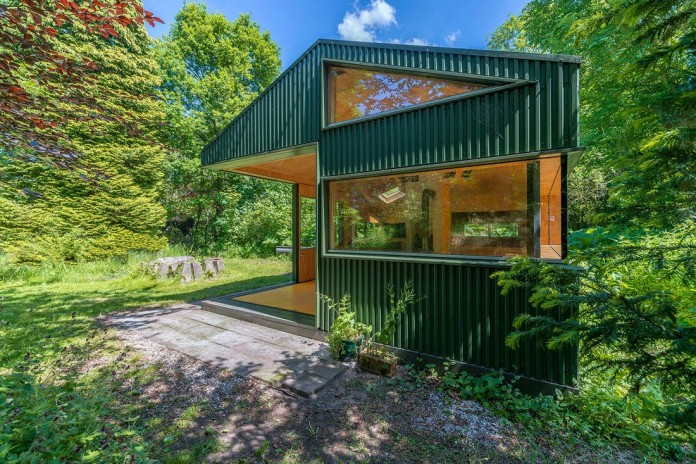 Thoreau-s-Cabin-in-the-middle-of-the-forrest-by-cc-studio-06