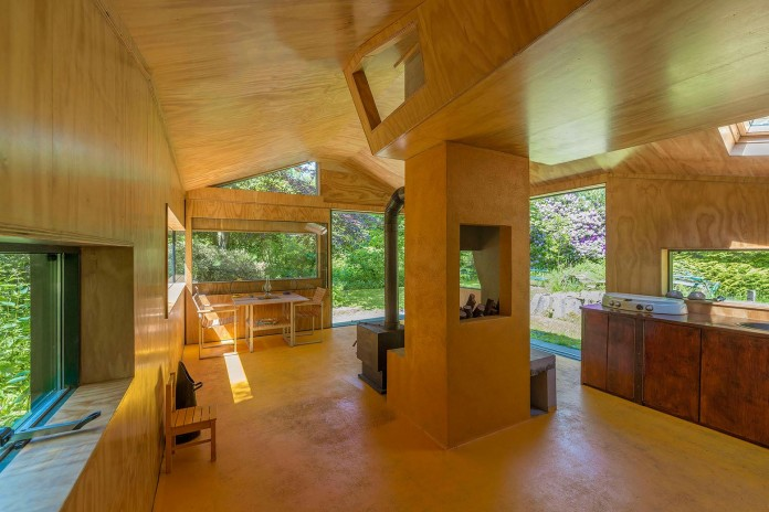 Thoreau-s-Cabin-in-the-middle-of-the-forrest-by-cc-studio-09