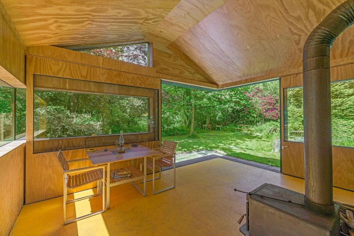 Thoreau-s-Cabin-in-the-middle-of-the-forrest-by-cc-studio-10