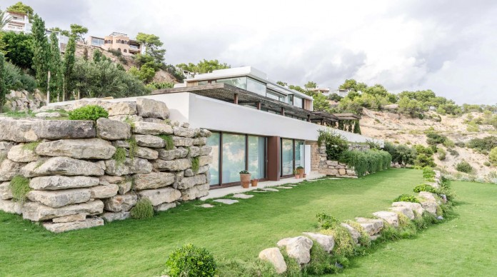 Villa-Majesty-boasts-spectacular-views-of-the-ocean-located-in-Ibiza-Spain-01