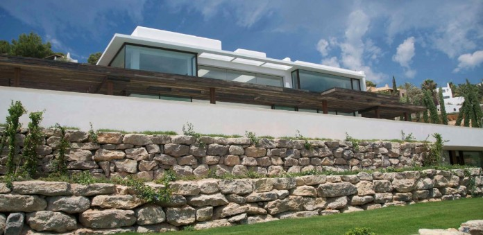 Villa-Majesty-boasts-spectacular-views-of-the-ocean-located-in-Ibiza-Spain-02
