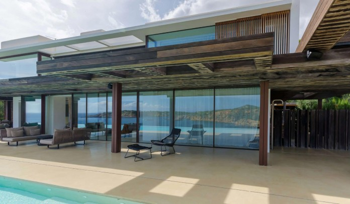 Villa-Majesty-boasts-spectacular-views-of-the-ocean-located-in-Ibiza-Spain-04