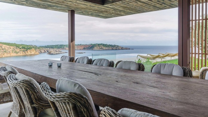 Villa-Majesty-boasts-spectacular-views-of-the-ocean-located-in-Ibiza-Spain-05