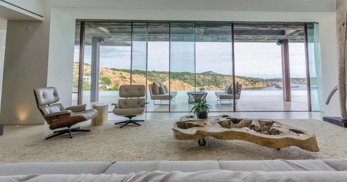 Villa-Majesty-boasts-spectacular-views-of-the-ocean-located-in-Ibiza-Spain-08
