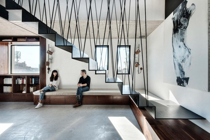 Wood-concrete-and-metal-creates-a-contemporary-yet-warm-living-space-of-a-Duplex-Penthouse-in-Tel-Aviv-by-Gabrielle-Toledano-01