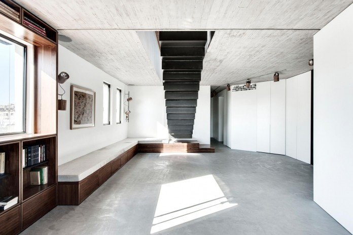 Wood-concrete-and-metal-creates-a-contemporary-yet-warm-living-space-of-a-Duplex-Penthouse-in-Tel-Aviv-by-Gabrielle-Toledano-02