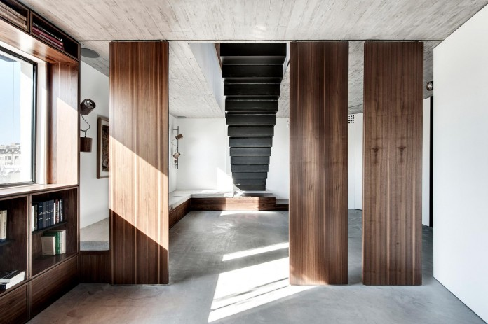 Wood-concrete-and-metal-creates-a-contemporary-yet-warm-living-space-of-a-Duplex-Penthouse-in-Tel-Aviv-by-Gabrielle-Toledano-03