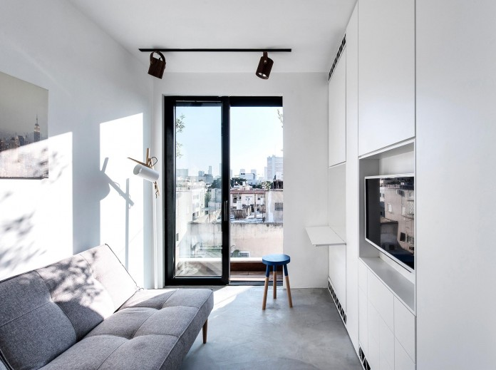 Wood-concrete-and-metal-creates-a-contemporary-yet-warm-living-space-of-a-Duplex-Penthouse-in-Tel-Aviv-by-Gabrielle-Toledano-09