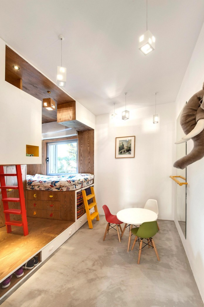 Wood-concrete-and-metal-creates-a-contemporary-yet-warm-living-space-of-a-Duplex-Penthouse-in-Tel-Aviv-by-Gabrielle-Toledano-10