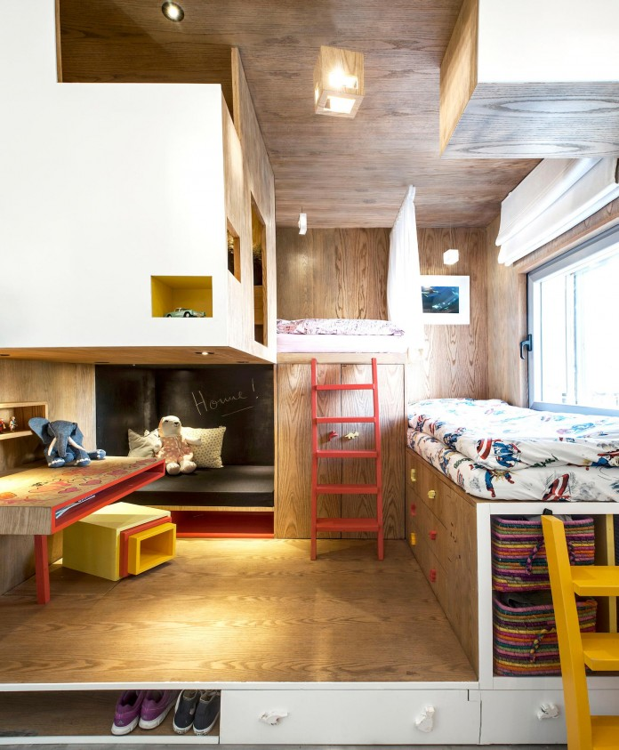 Wood-concrete-and-metal-creates-a-contemporary-yet-warm-living-space-of-a-Duplex-Penthouse-in-Tel-Aviv-by-Gabrielle-Toledano-11