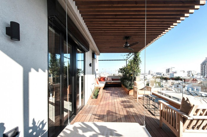 Wood-concrete-and-metal-creates-a-contemporary-yet-warm-living-space-of-a-Duplex-Penthouse-in-Tel-Aviv-by-Gabrielle-Toledano-18