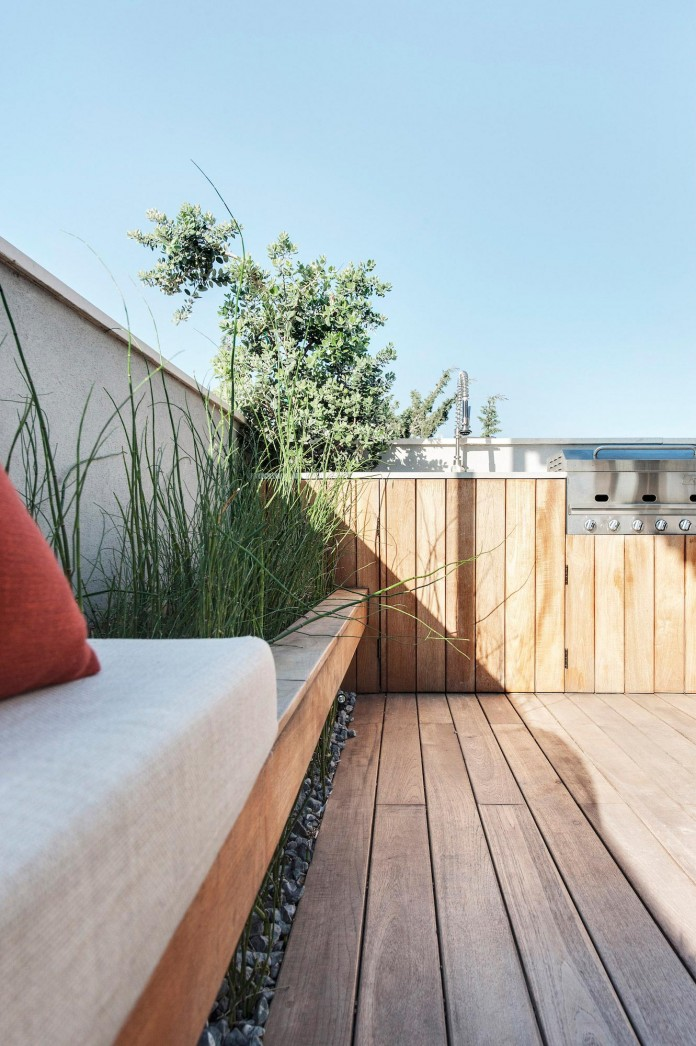 Wood-concrete-and-metal-creates-a-contemporary-yet-warm-living-space-of-a-Duplex-Penthouse-in-Tel-Aviv-by-Gabrielle-Toledano-19