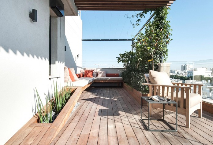 Wood-concrete-and-metal-creates-a-contemporary-yet-warm-living-space-of-a-Duplex-Penthouse-in-Tel-Aviv-by-Gabrielle-Toledano-23