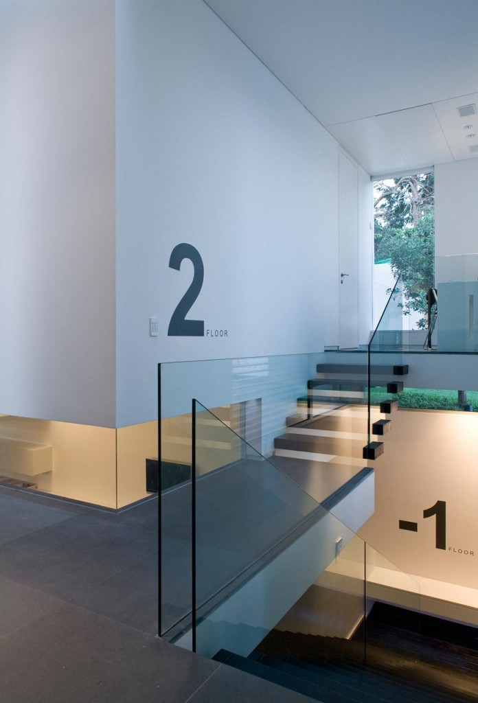 eHouse-by-Axelrod-Architects-09