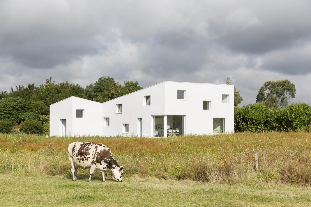 House for a Photographer near Brittany, France by Studio Razavi architecture