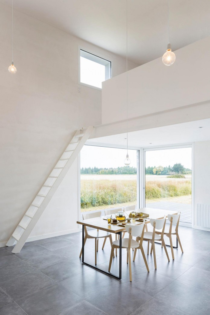 house-for-a-photographer-near-brittany-france-by-studio-razavi-architecture-06