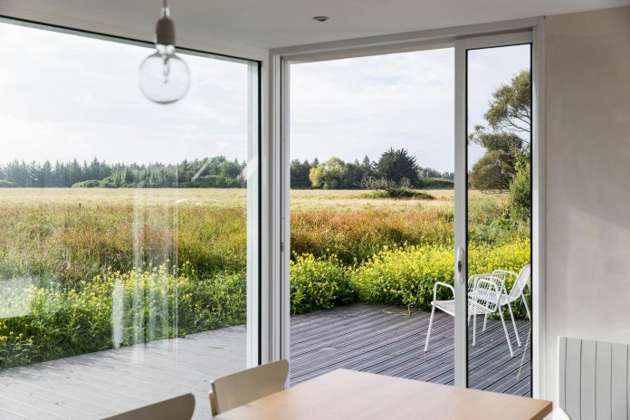 house-for-a-photographer-near-brittany-france-by-studio-razavi-architecture-13