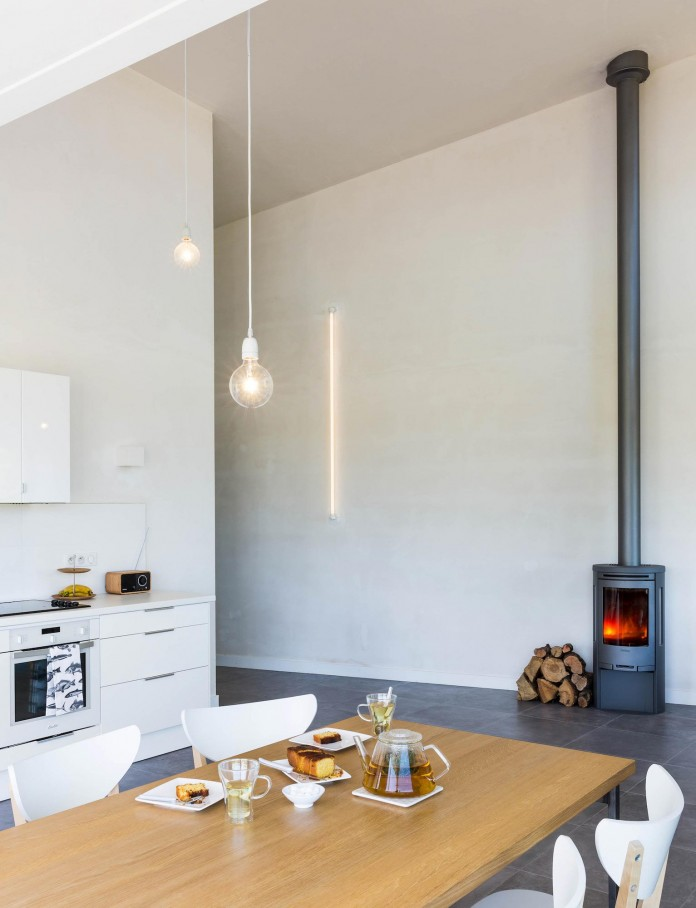 house-for-a-photographer-near-brittany-france-by-studio-razavi-architecture-18