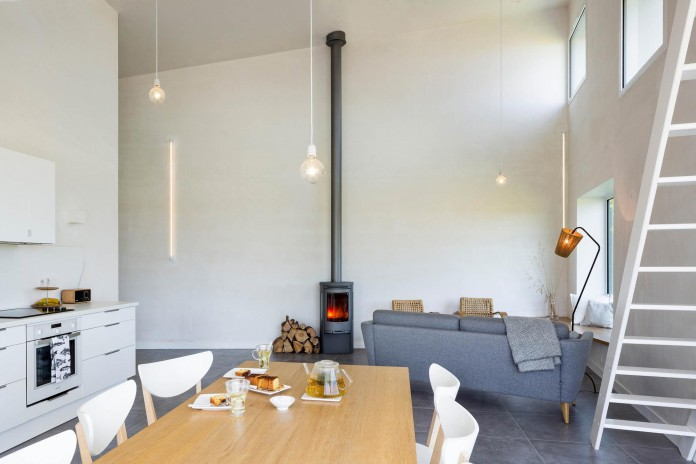 house-for-a-photographer-near-brittany-france-by-studio-razavi-architecture-19