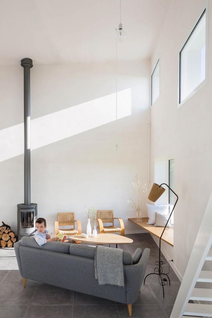 house-for-a-photographer-near-brittany-france-by-studio-razavi-architecture-20