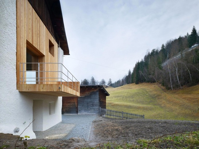 the-Florins-114-the-classic-Engadine-farmhouse-in-the-Swiss-hamlet-by-Philipp-Baumhauer-Architects-04