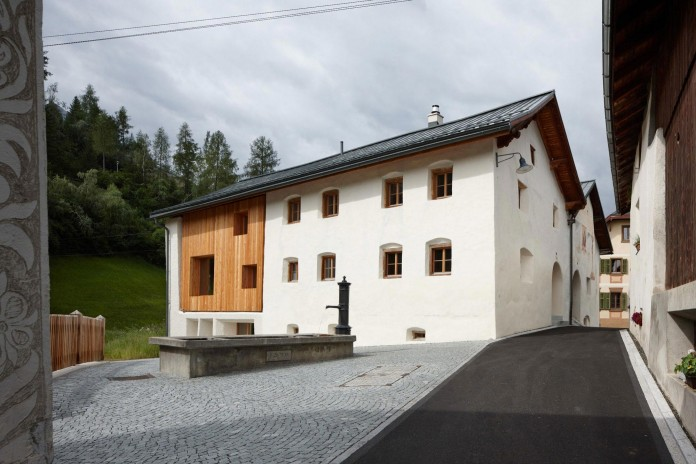 the-Florins-114-the-classic-Engadine-farmhouse-in-the-Swiss-hamlet-by-Philipp-Baumhauer-Architects-05