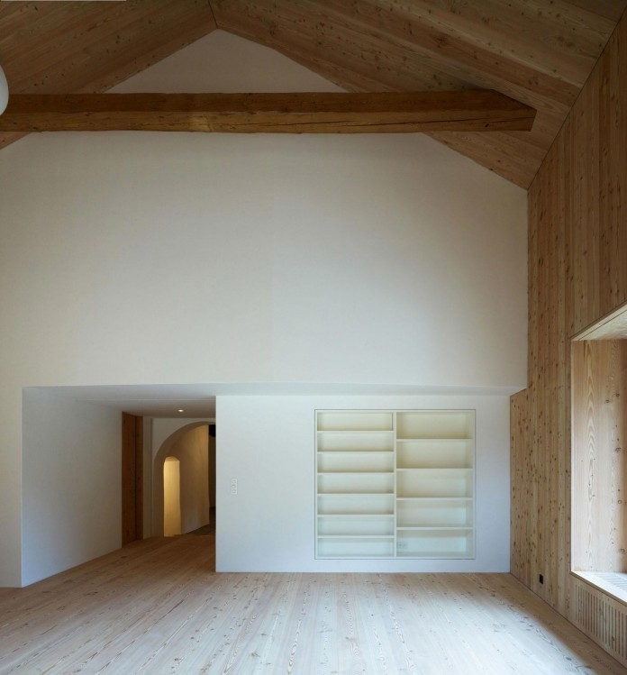 the-Florins-114-the-classic-Engadine-farmhouse-in-the-Swiss-hamlet-by-Philipp-Baumhauer-Architects-08