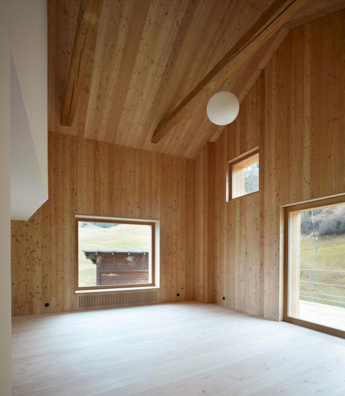 the-Florins-114-the-classic-Engadine-farmhouse-in-the-Swiss-hamlet-by-Philipp-Baumhauer-Architects-09