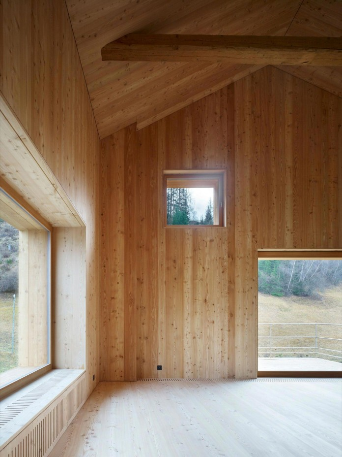 the-Florins-114-the-classic-Engadine-farmhouse-in-the-Swiss-hamlet-by-Philipp-Baumhauer-Architects-10