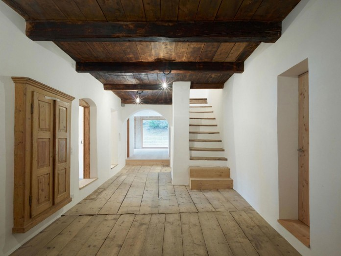 the-Florins-114-the-classic-Engadine-farmhouse-in-the-Swiss-hamlet-by-Philipp-Baumhauer-Architects-18