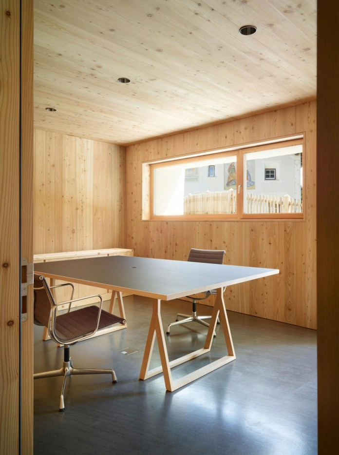 the-Florins-114-the-classic-Engadine-farmhouse-in-the-Swiss-hamlet-by-Philipp-Baumhauer-Architects-27