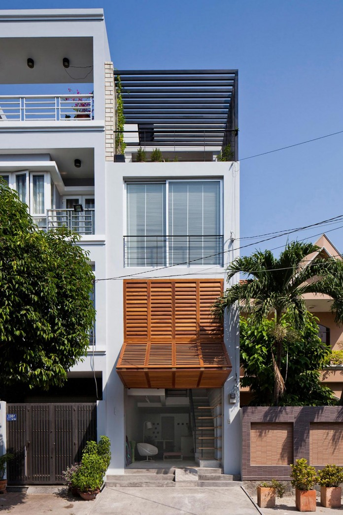 townhouse-with-a-folding-up-shutter-by-mm-architects-02