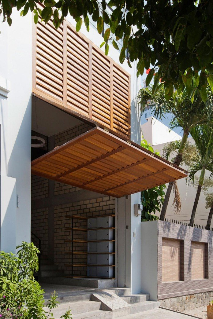 townhouse-with-a-folding-up-shutter-by-mm-architects-03