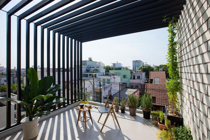 townhouse-with-a-folding-up-shutter-by-mm-architects-05