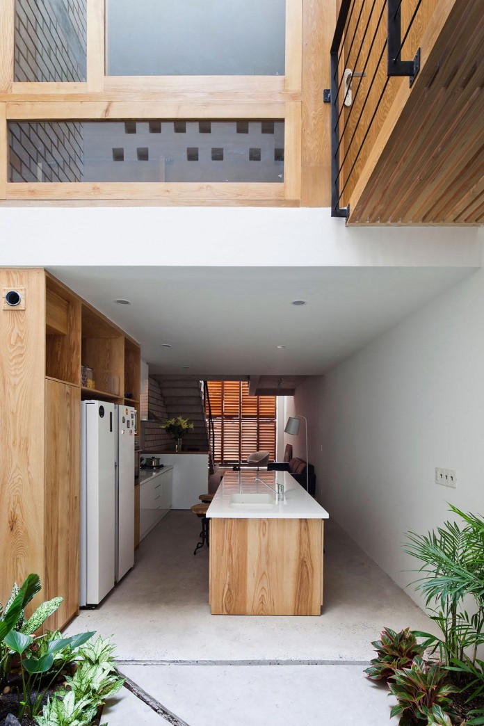 townhouse-with-a-folding-up-shutter-by-mm-architects-09
